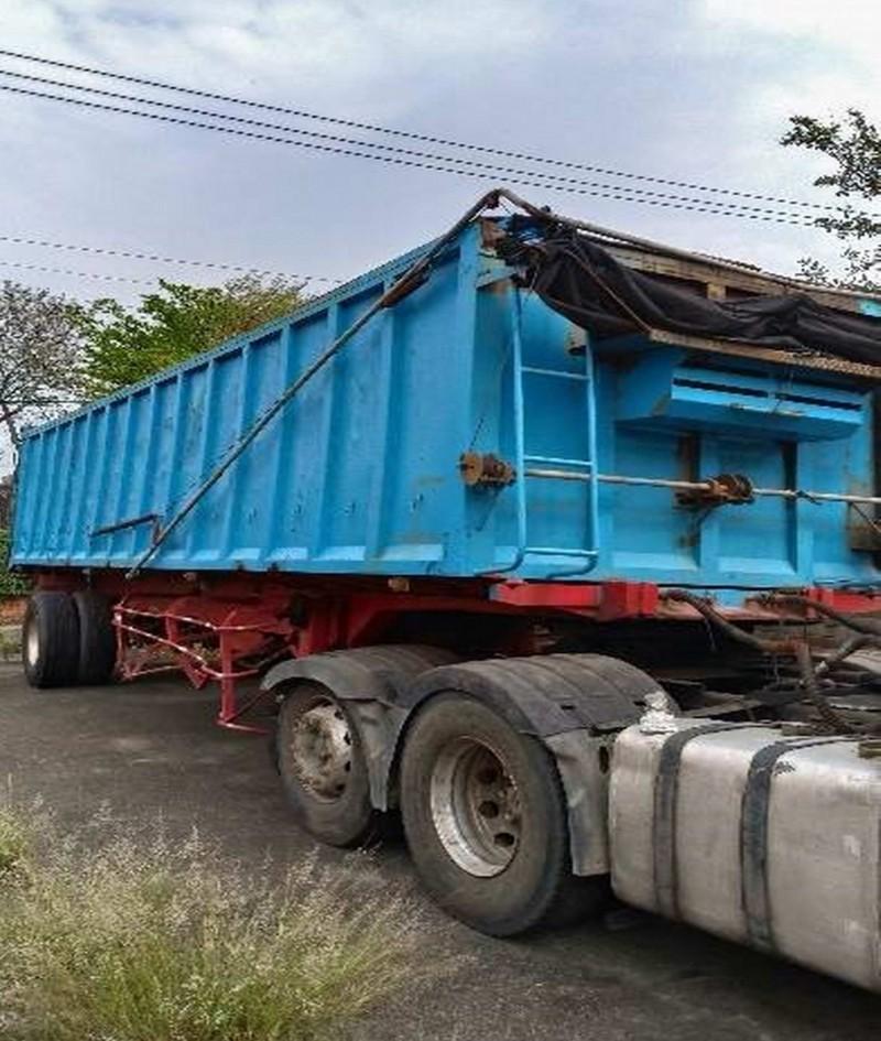 行政執行署彰化分署將在花壇鄉彰化地檢署贓物庫拍賣新車市價500萬元的大拖車(含曳引車斗)。(記者湯世名翻攝)
