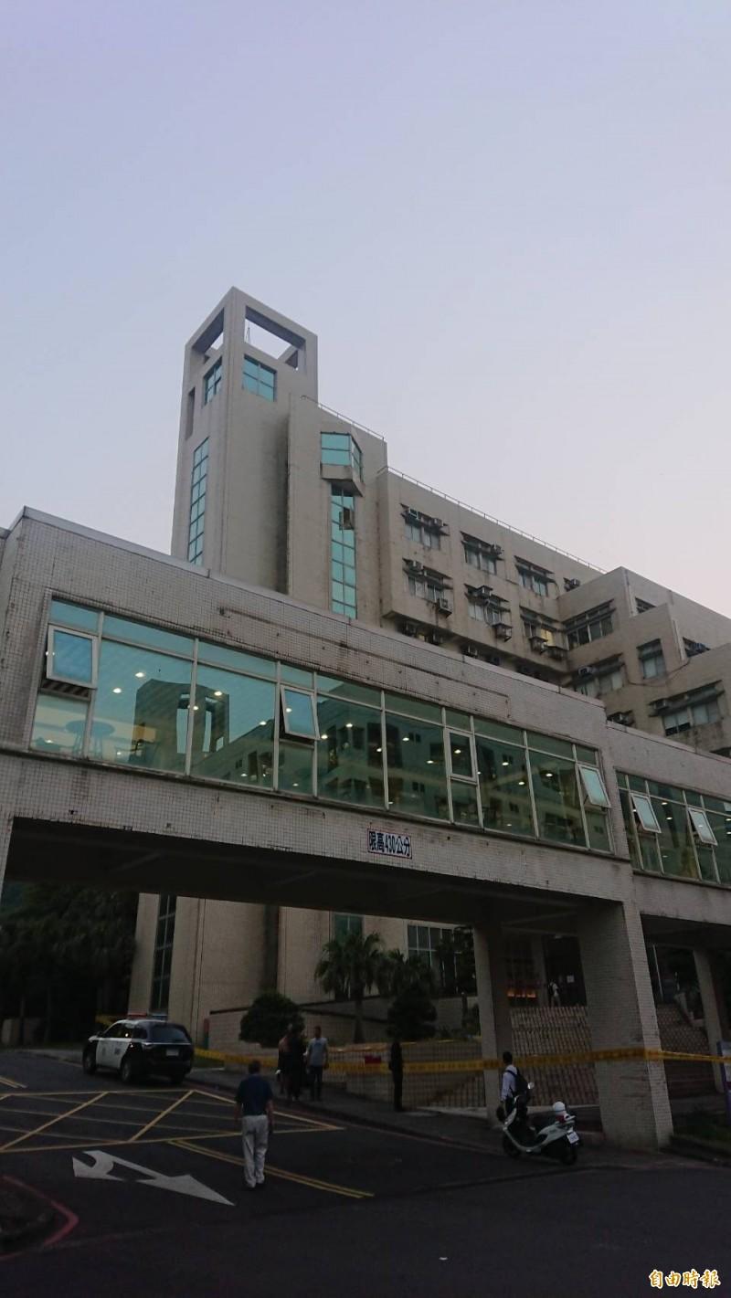 國立海洋大學今晚傳出學生墜樓命危。(記者吳昇儒攝)
