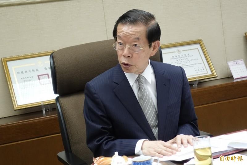 駐日代表謝長廷23日與記者茶敘被問及國民黨郭韓之爭,他表示,兩人都是高手下棋。(記者林翠儀攝)
