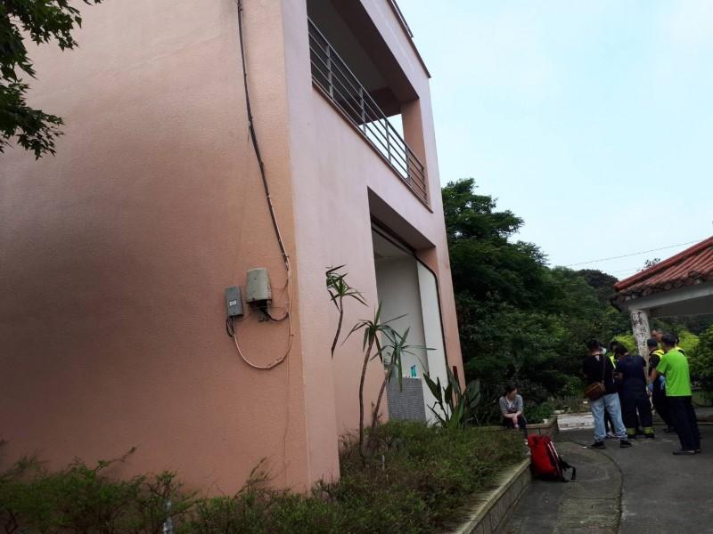 中國籍孫姓遊客等13人在民宿內一氧化碳中毒送醫。(記者吳昇儒翻攝)
