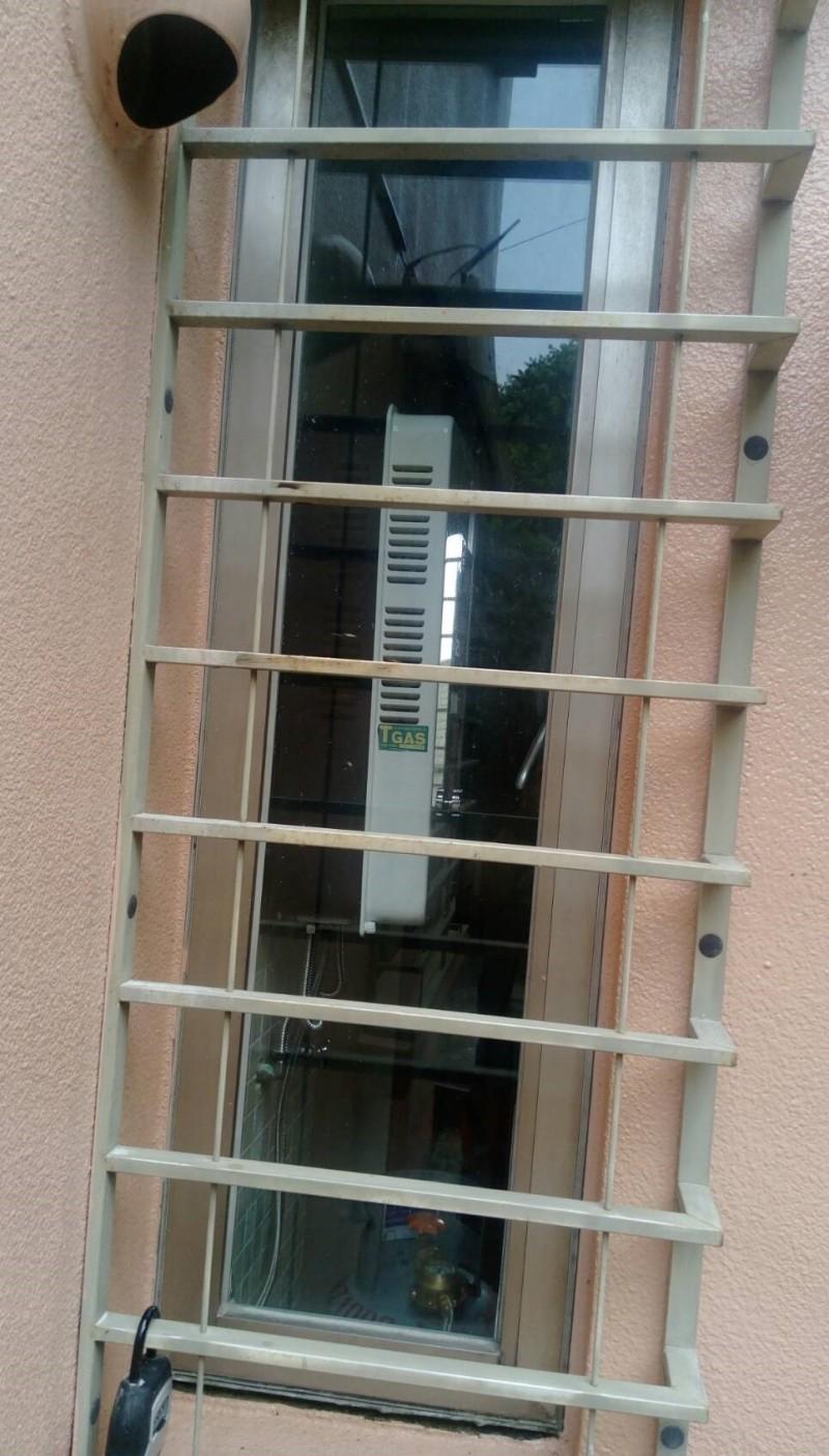 民宿業者將熱水器裝在室內(記者吳昇儒翻攝)