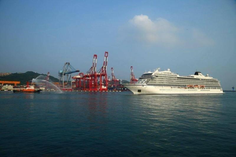 北歐高檔郵輪獵戶星號首次靠泊基隆港。(基隆港務分公司提供)