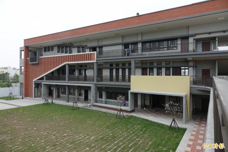 彰化鹿江國際中小學是全彰化縣首間公辦雙語學校,第一期校舍已陸續完工。(記者劉曉欣攝)