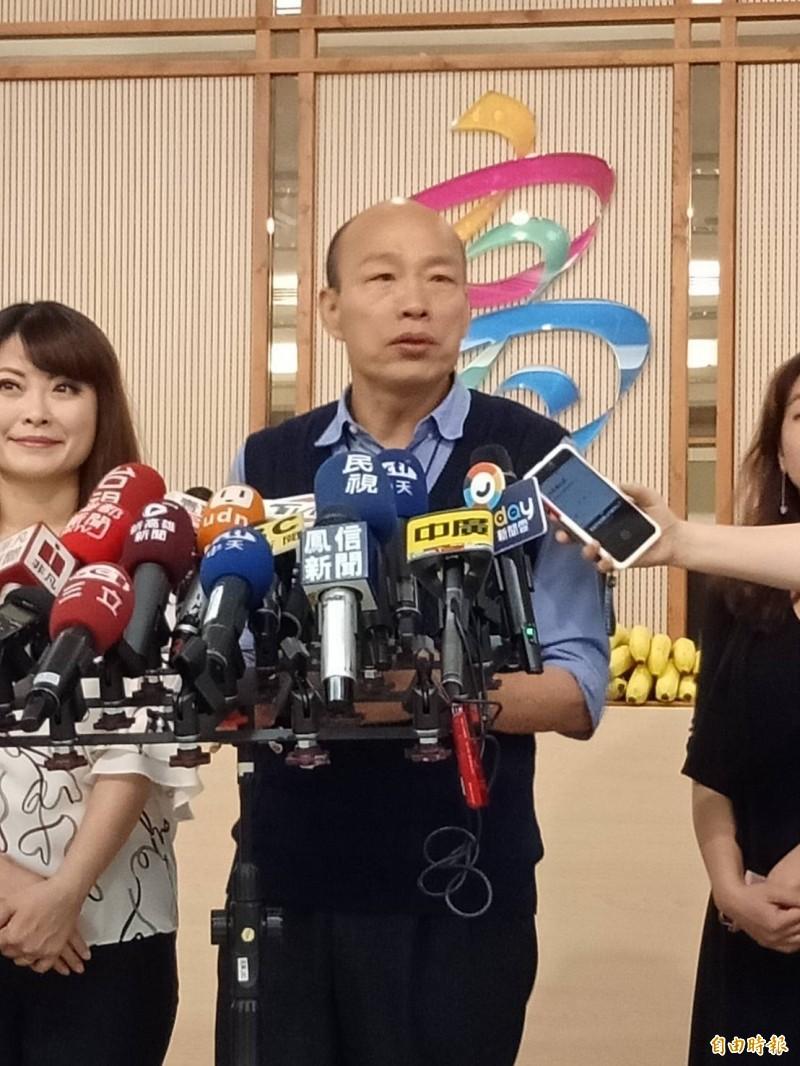 韓國瑜對於韓吳會似乎狀況外,記者問他才知道時間已敲定。(記者蔡清華攝)