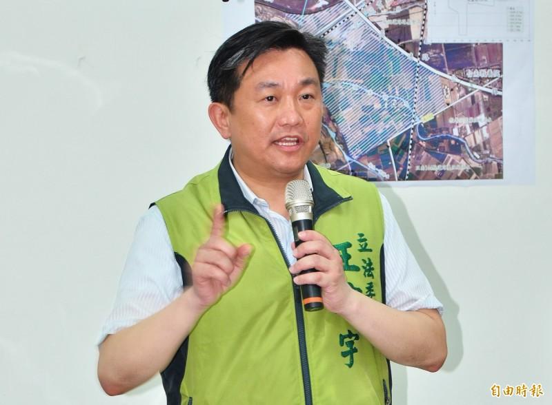 藍委提案放寬中國人來台定居條件,王定宇怒批。(記者吳俊鋒攝)