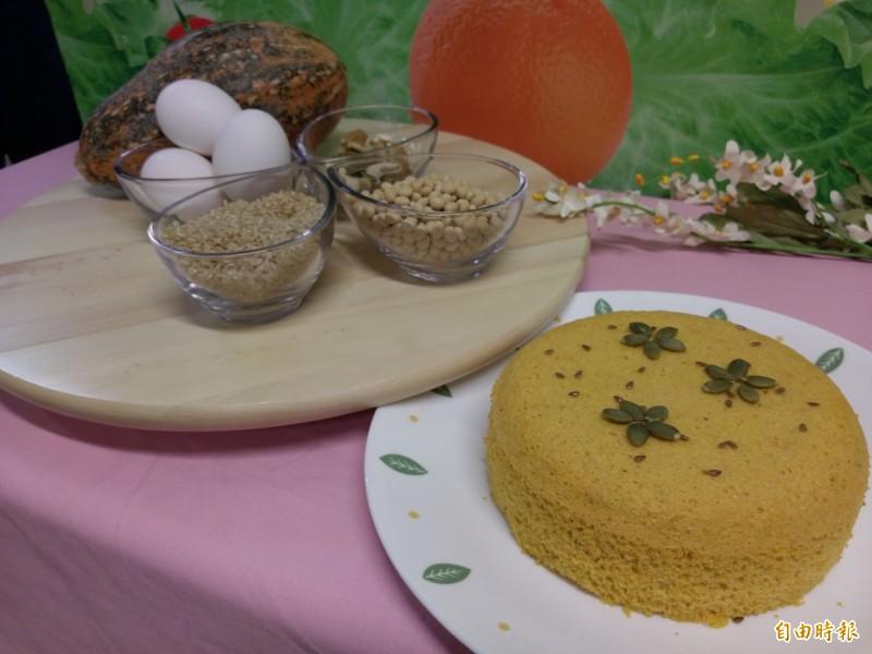 「繽紛全榖蛋糕」。(記者吳亮儀攝)