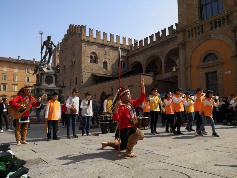 鄒族神話演出在義大利布德里奧國際陶笛節備受歡迎。(築風陶笛樂團提供)