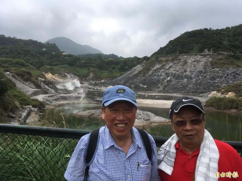 產紡協會理事長羅忠祐(左)、絲織公會名譽理事長陳建柱(右)。(記者陳柔蓁攝)