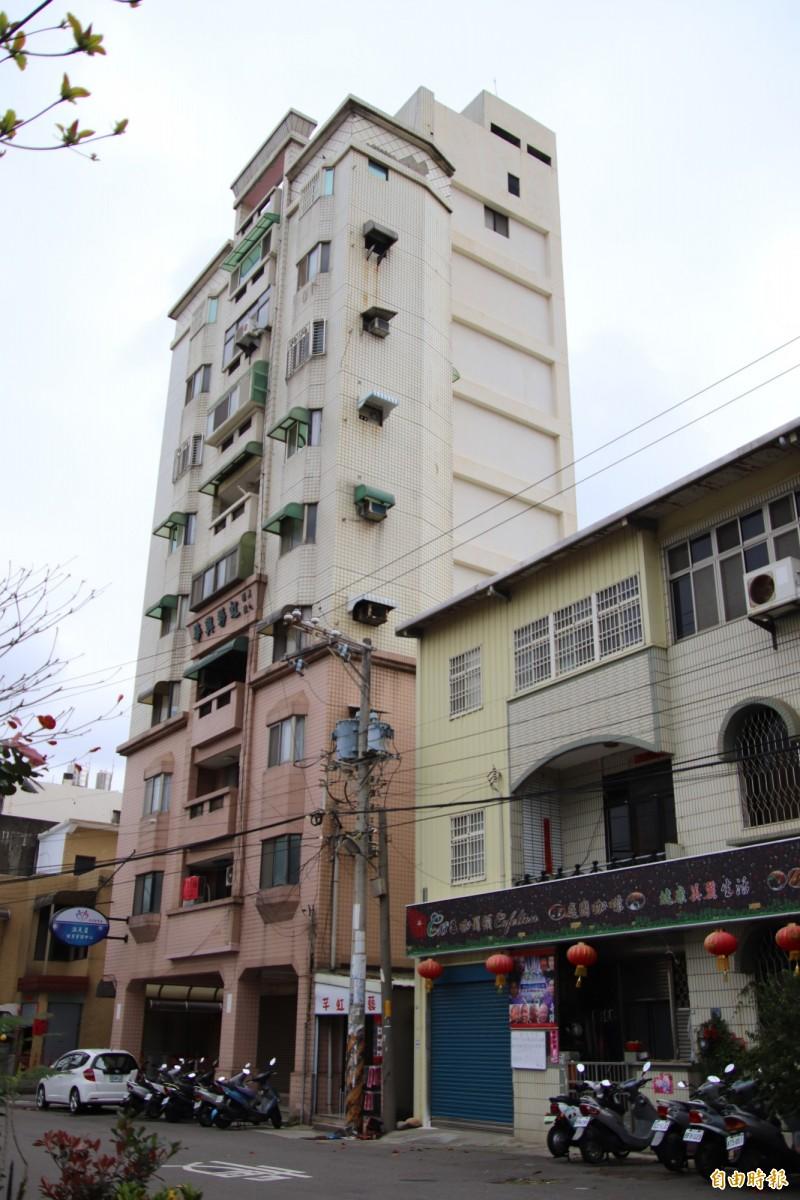 新竹縣近年人口老化快速,鄉親開始注意到2、30年無電梯舊公寓,未來如何便利居民居住無障礙的問題。(記者黃美珠攝)