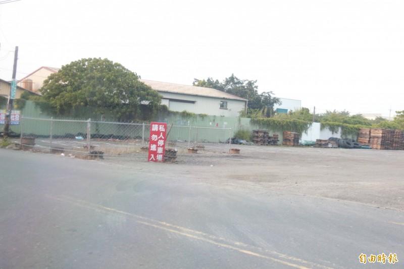檢警追查發現,賄款交易地點曾在永波路上一處停車場。(記者陳冠備攝)