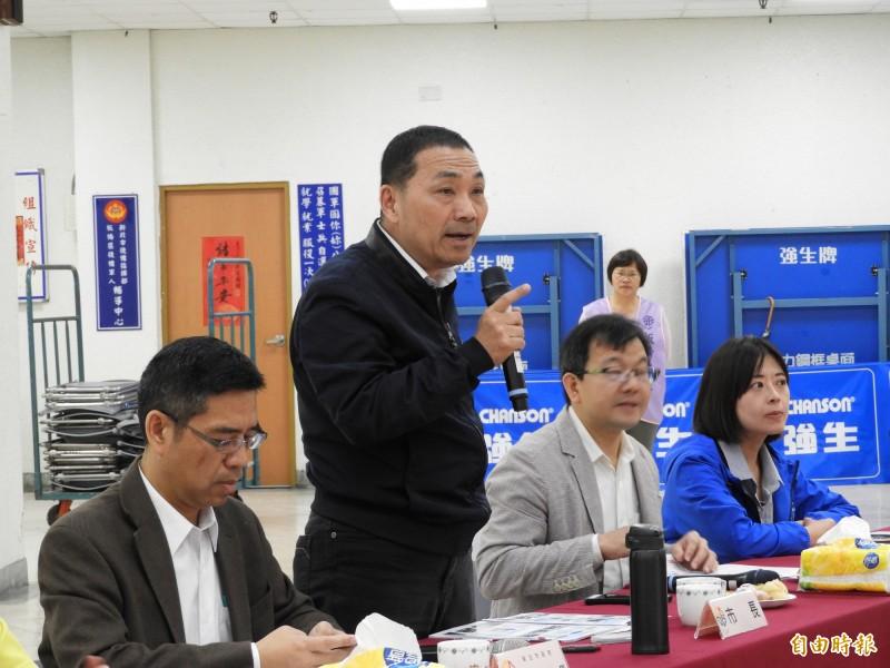 新北市長侯友宜與里長面對面溝通,討論地方建設議題。(記者賴筱桐攝)