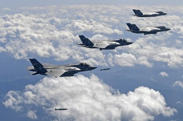 F-35B屬於F-35戰機系列中的「陸戰隊型號」,擁有垂直起降能力,因此可搭載在較小型的航艦上。(法新社檔案照)