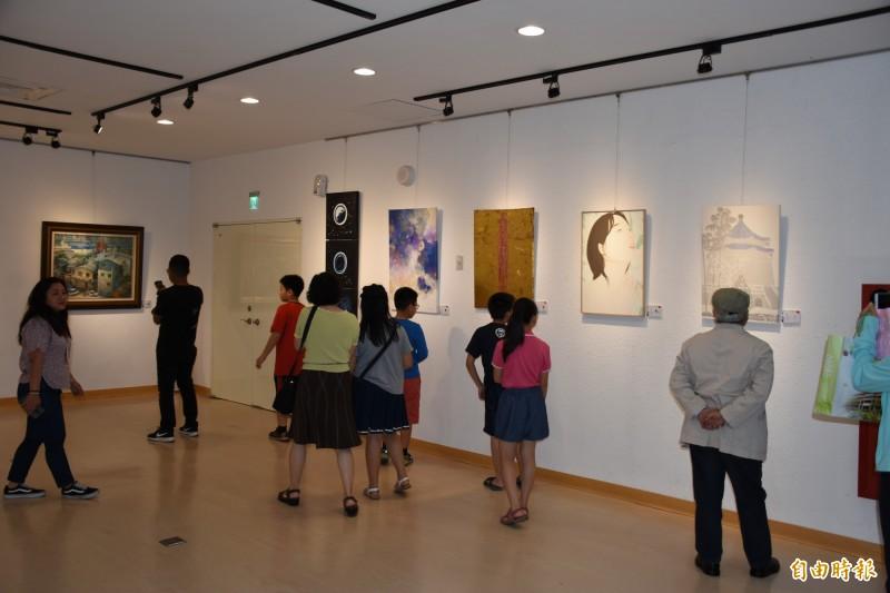 2019亞洲國際藝術交流展看見各國藝術文化。(記者林國賢攝)