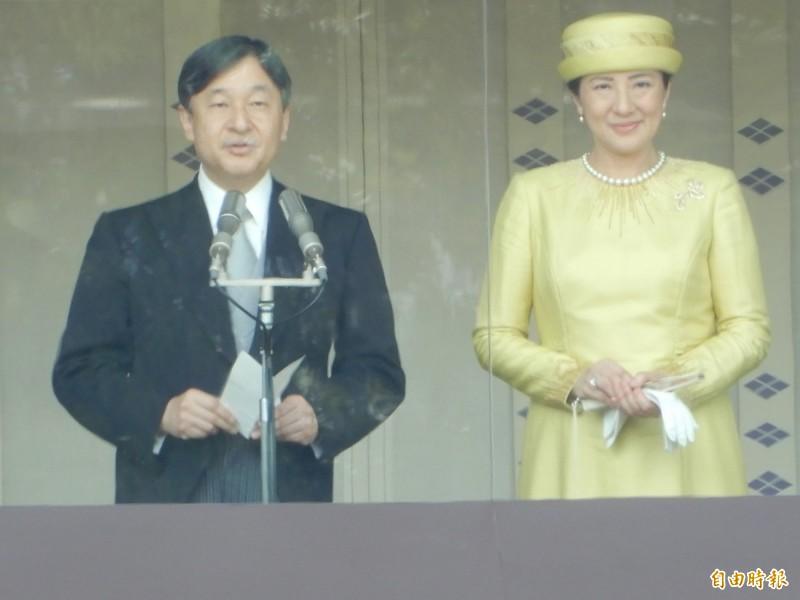 日本新天皇德仁與皇后雅子四日在皇宮首次接受民眾朝賀。(記者林翠儀攝)