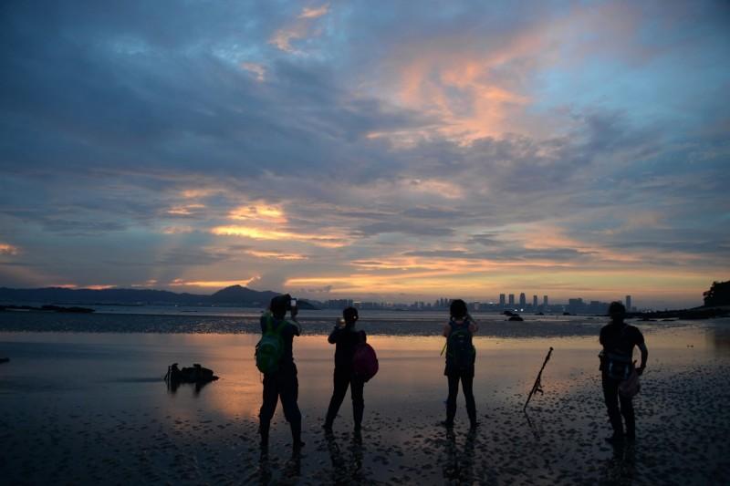 小金門潮間帶生物種類豐富,不分晝夜都有迷人的魅力,其中還有許多未記錄的物種,等待發現。(圖由洪清漳提供)