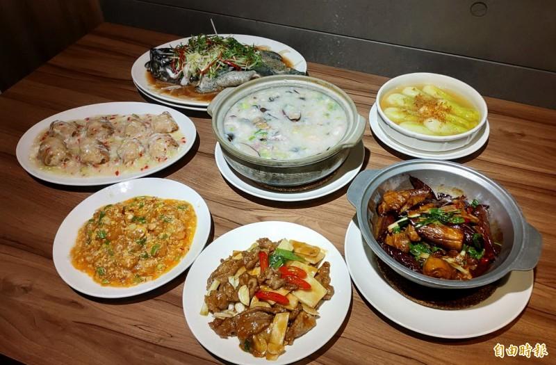皇家御品潮汕砂鍋粥有各式粥品及料理。(記者張菁雅攝)