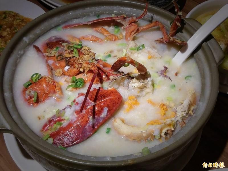 皇家御品蝦蟹粥用料澎拜。(記者張菁雅攝)