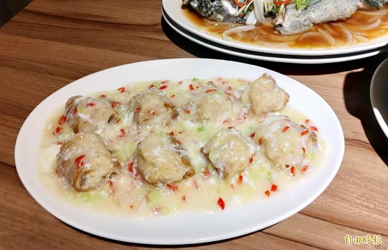 「百花釀油條」是經典粵菜。(記者張菁雅攝)