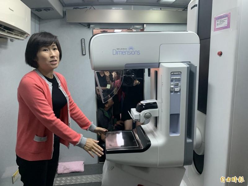 縣長饒慶鈴説,衛生局已更新乳房X光攝影設備,請婦女朋友多利用。(記者張存薇攝)