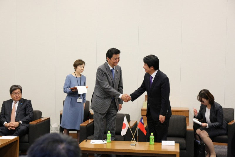 前行政院長賴清德拜會日本國會,與首相胞弟岸信夫會談。(賴清德幕僚提供)