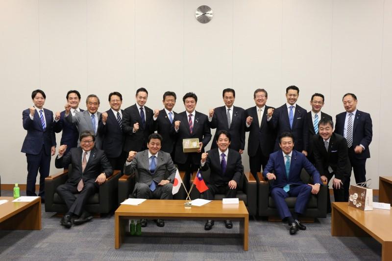 前行政院長賴清德拜會日本國會,與首相胞弟岸信夫等重量級議員會談。(賴清德幕僚提供)