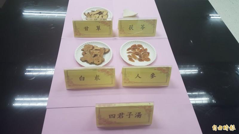 具「健脾益氣功效的「四君子湯」,當中有人參、白朮、茯苓、甘草。(記者楊心慧攝)