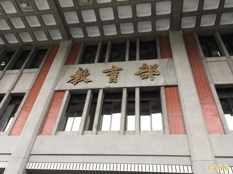 中國對我國實施大規模的教育統戰,教育部今天表示,的確查有我國的大學安排學生赴央視等中國媒體交流,涉違反兩岸條例,已要求改正,否則將開罰。(記者林曉雲攝)