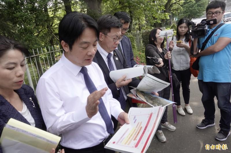 賴清德參觀東奧主場館,聽取日本體育振興中心理事的簡報。(記者林翠儀攝)