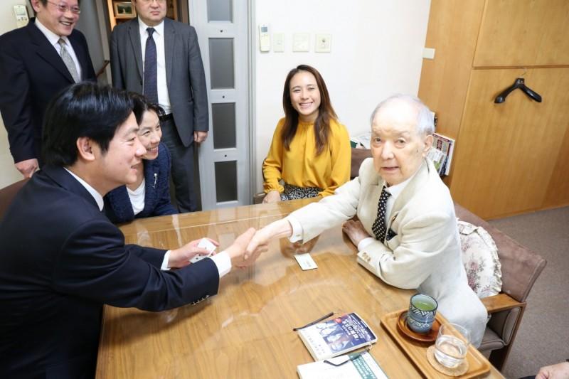前行政院長賴清德今天一口氣見了3名日本前首相,圖為下午拜會前首相海部俊樹。(賴清德行動辦公室提供)