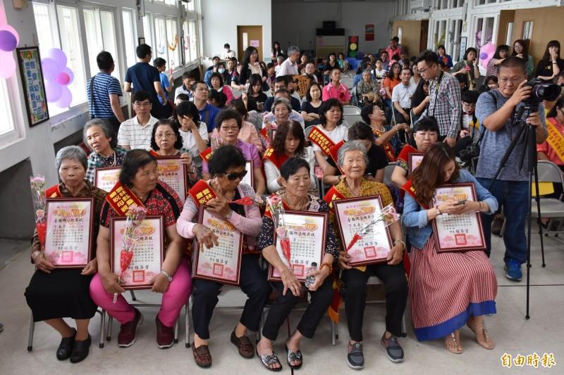 台西鄉表揚15位模範母親。(記者林國賢攝)