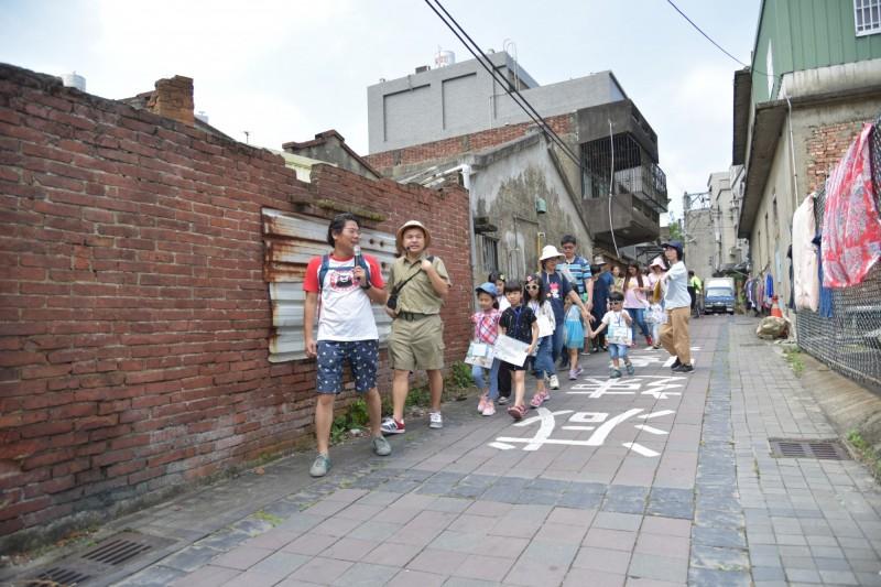 新竹市前市議員林盈徹發起舉辦的內湖小學堂活動,吸引很多在地學子參與,也讓孩子們認識故鄉美和歷史文化。(記者洪美秀翻攝)