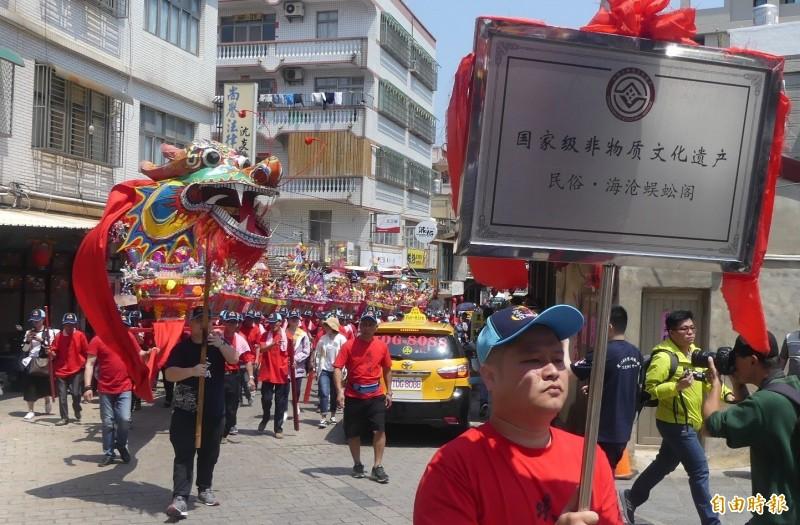 中國國家級非物質文化遺產的「海滄蜈蚣閣」也抵金門共襄盛舉。(記者吳正庭攝)