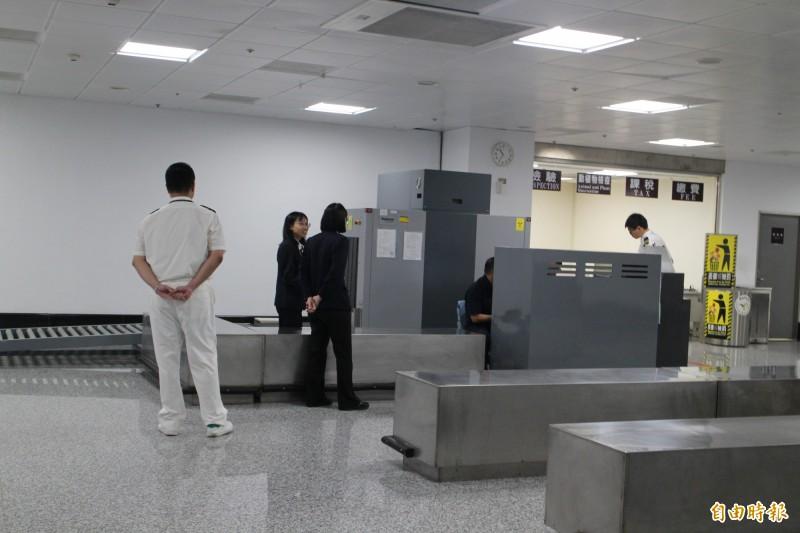中國上海包機直航澎湖,澎湖機場未見防疫犬蹤影。(記者劉禹慶攝)