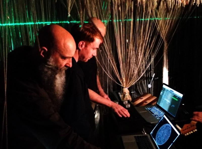 《無重力星空》邀請英國藝術家Wolfgang Buttress與協作音樂團隊BE帶來「星盒Star Box」聲音互動裝置 (松山文創園區提供/卓恩合攝影)