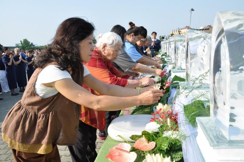 2019年慈濟台中市戶外浴佛大典,吸引逾6千人參與。(台中慈濟醫院提供)