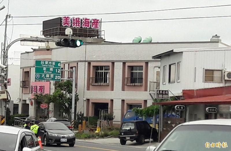 台東市富岡漁港入口的「美娥海產」是台東知名海鮮餐廳。(記者黃明堂攝)