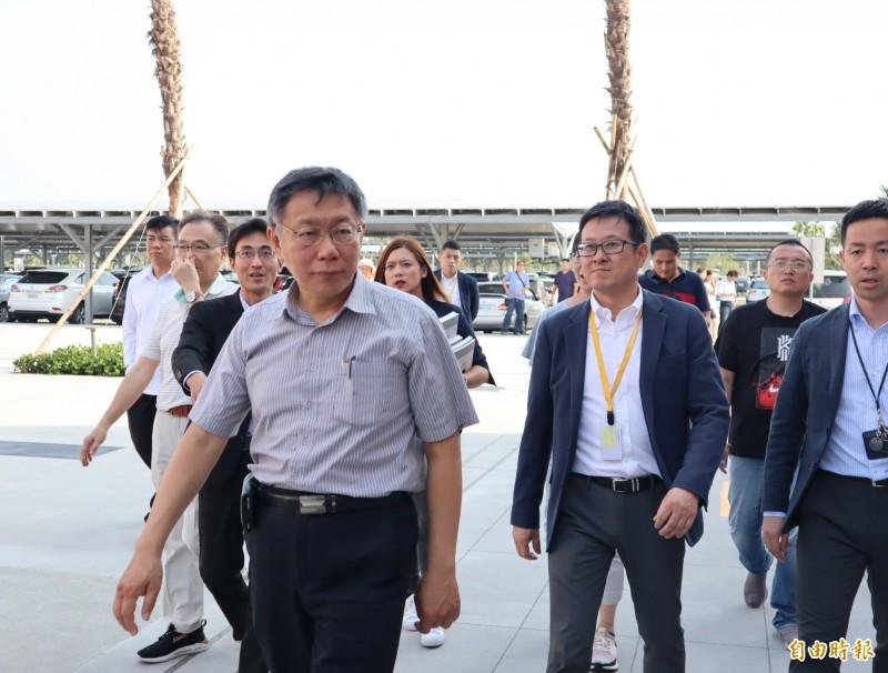 台北市長柯文哲到台中港三井outlet參訪。(記者歐素美攝)