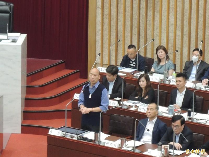 高雄市長韓國瑜答詢配合款問題,突然提到一個女計程車司機的故事。(記者王榮祥攝)