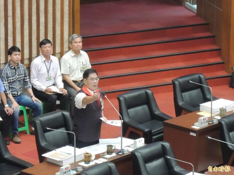 高市議員劉德林質問配合款議題。(記者王榮祥攝)