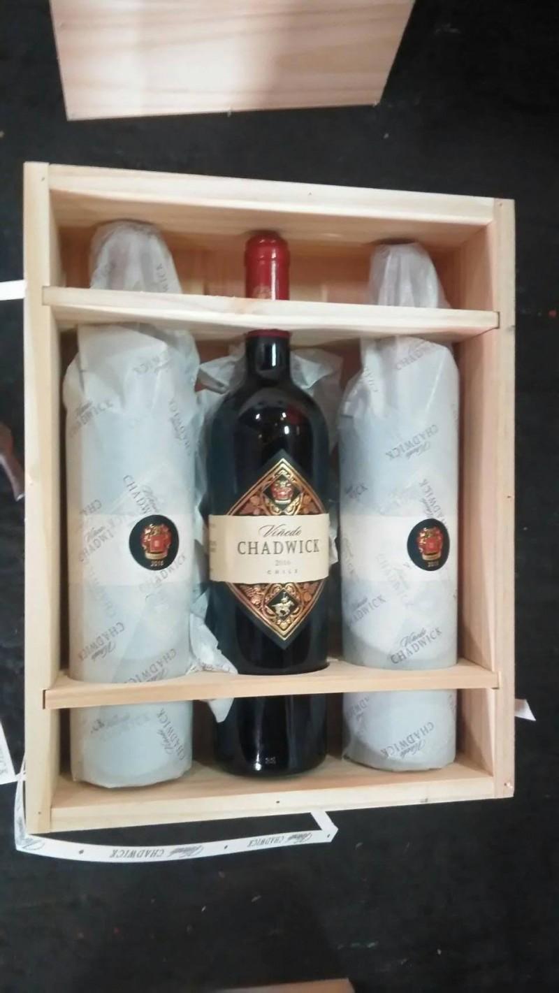 高檔紅酒1瓶要上萬元。(記者洪臣宏翻攝)