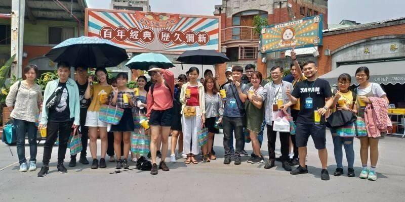 南華大學旅遊管理學系23名越南班學生,利用母親節走讀台中中區。(觀旅局提供)