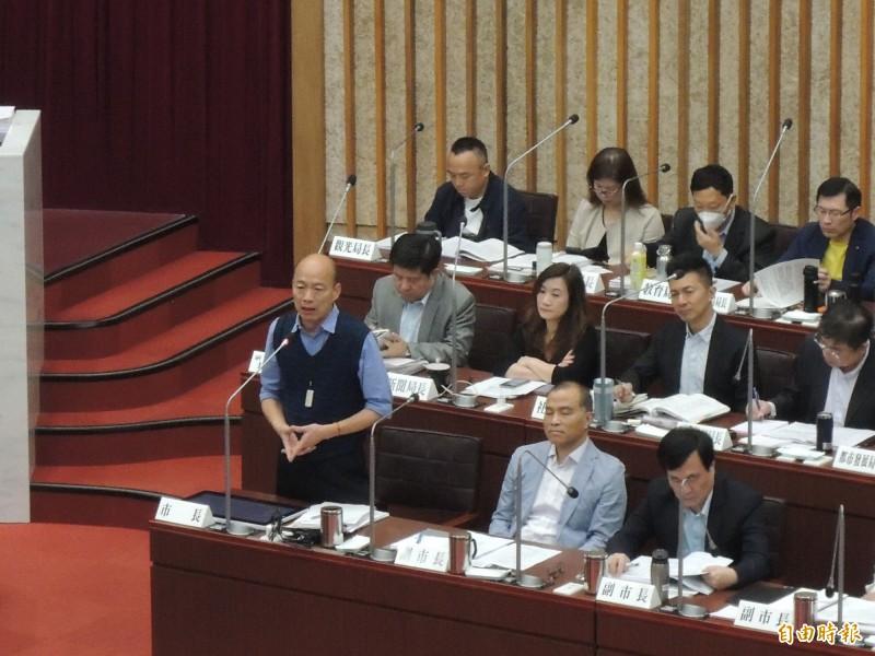 韓國瑜今天得到藍營議員給六顆星、101分,比黃捷打的分數多99分。(記者王榮祥攝)
