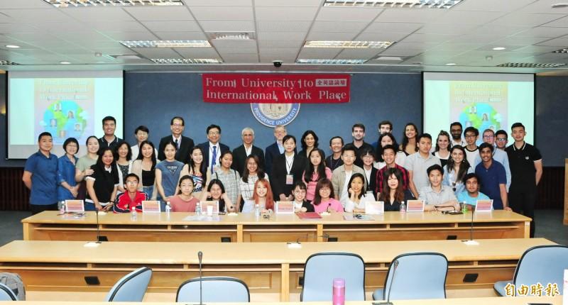 靜宜大學舉行全英語論壇。(記者張軒哲攝)