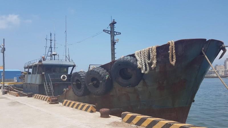 越界遭扣留的中國漁船永興60號漁船,船老大父親突然去世,確定繳納罰金後火速驅離。(澎湖海巡隊提供)