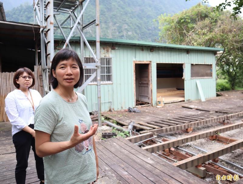 林依瑩(前)募款租下舊達觀部落廚房,將重新打造作為「Plahan台中市原鄉長照服務網絡服務計畫」基地。(記者歐素美攝)
