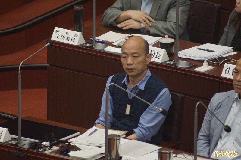 韓國瑜坐了50分鐘冷板凳,差點睡著。(記者黃佳琳攝)