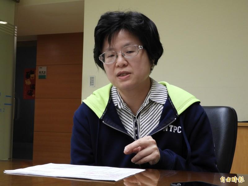 新北市經濟發展局長何怡明說明八里台北港娛樂專用區發展現況。(記者賴筱桐攝)
