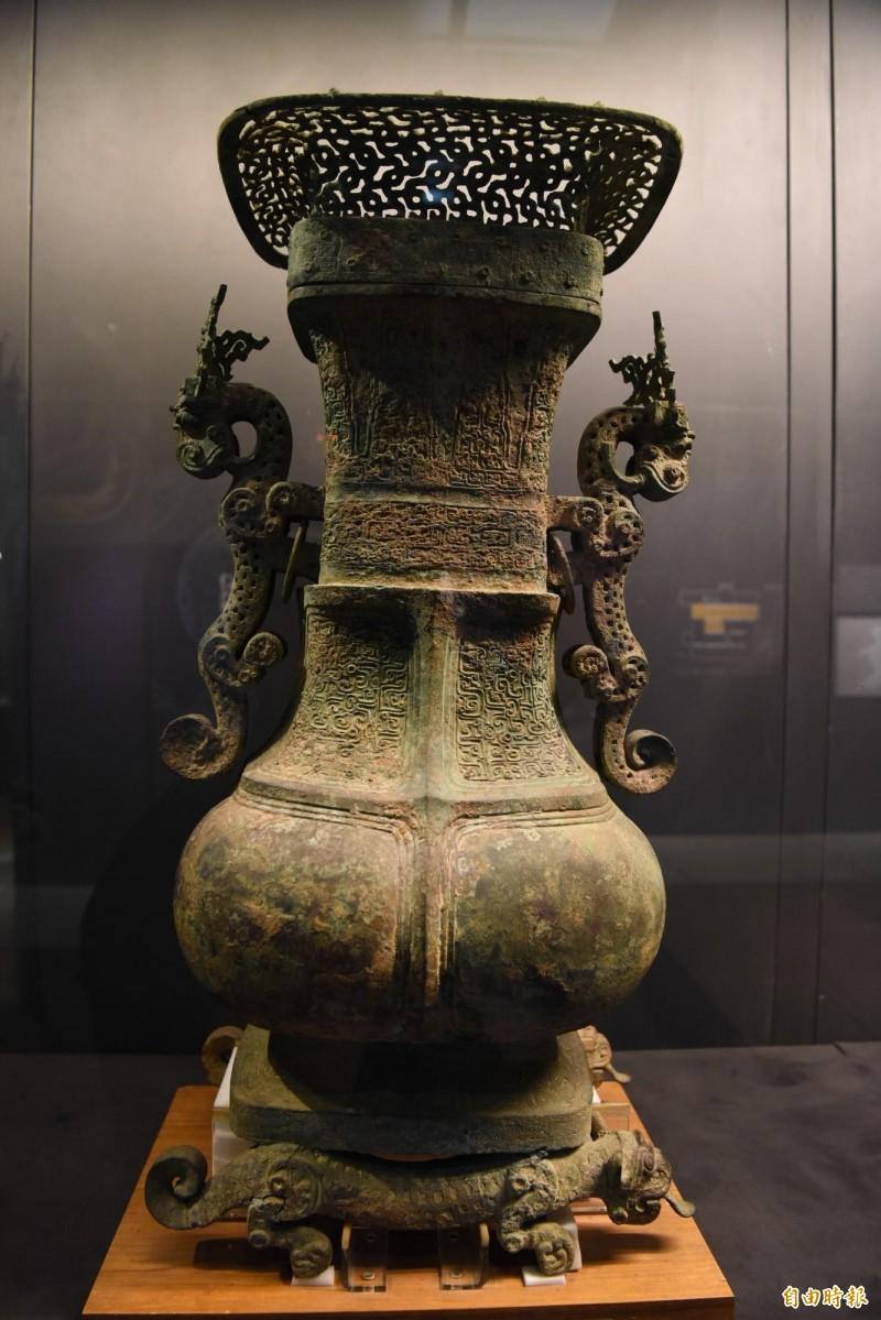 國寶「蟠龍方壺」。(記者吳亮儀攝)