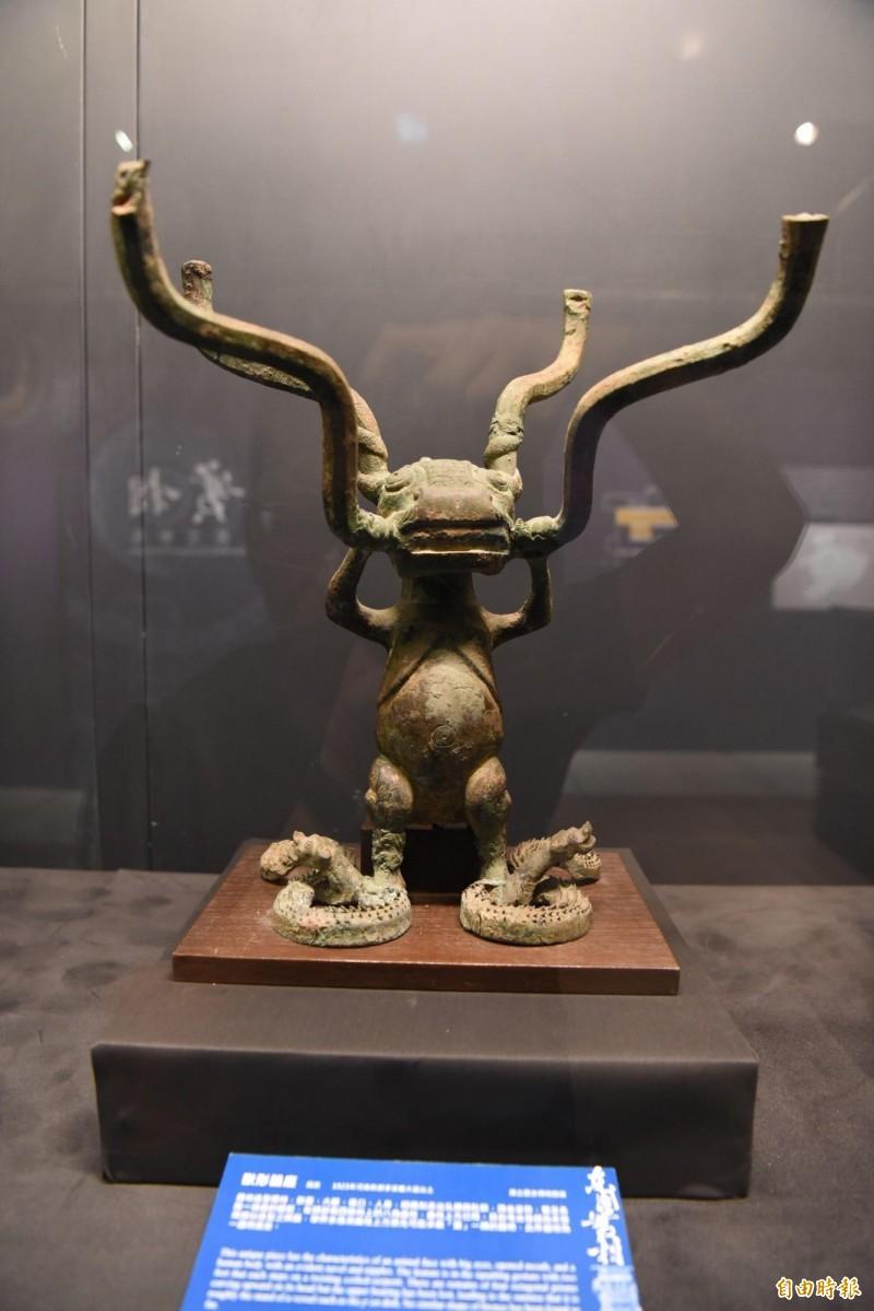 國寶「獸形器座」。(記者吳亮儀攝)