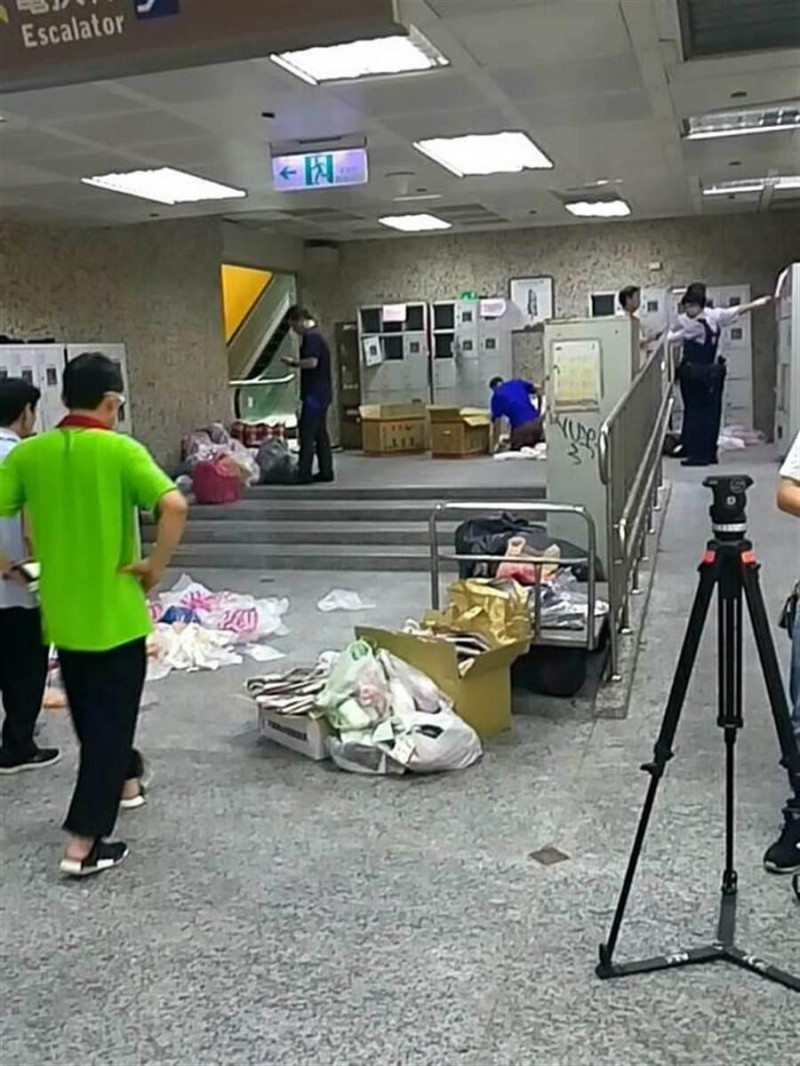 士林夜市地下美食街置物櫃2018年6月間進行置物櫃更新工程,意外發現曾姓男子藏放的槍彈。(記者陳恩惠翻攝)